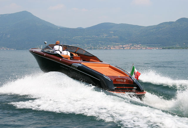 Aquariva Super: a classic sportscar on water