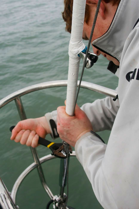 Adjusting the forestay