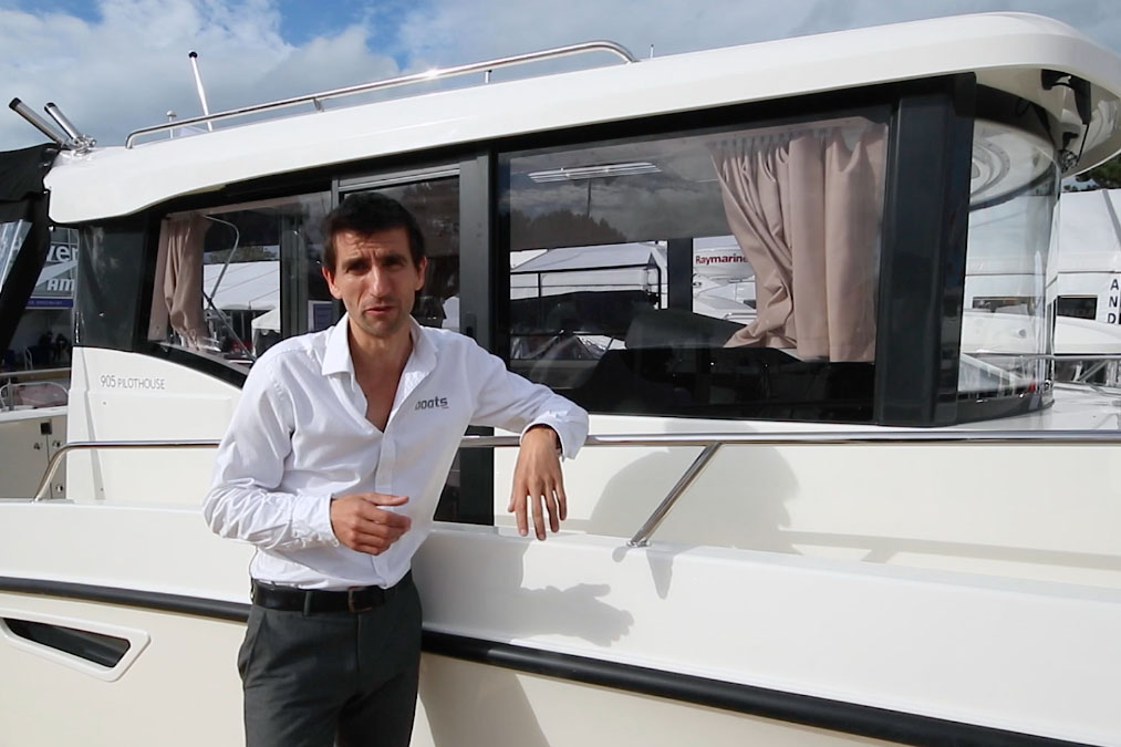 Quicksilver 905 Pilothouse video: first look