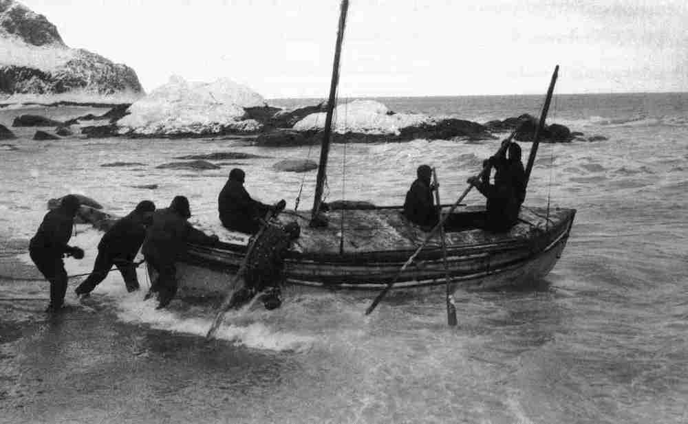 historic sea voyages: Launching the James Caird 2