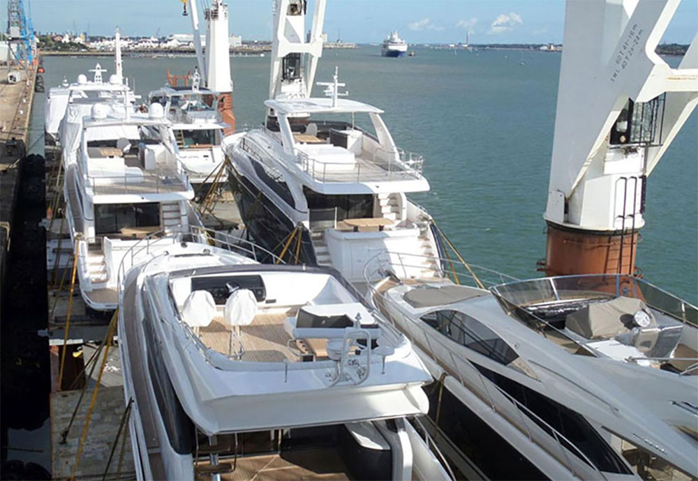 Boat transport: Photo Sevenstar Yacht Transport.