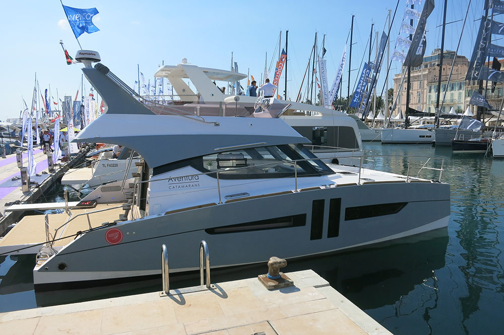 The first Aventura powercat