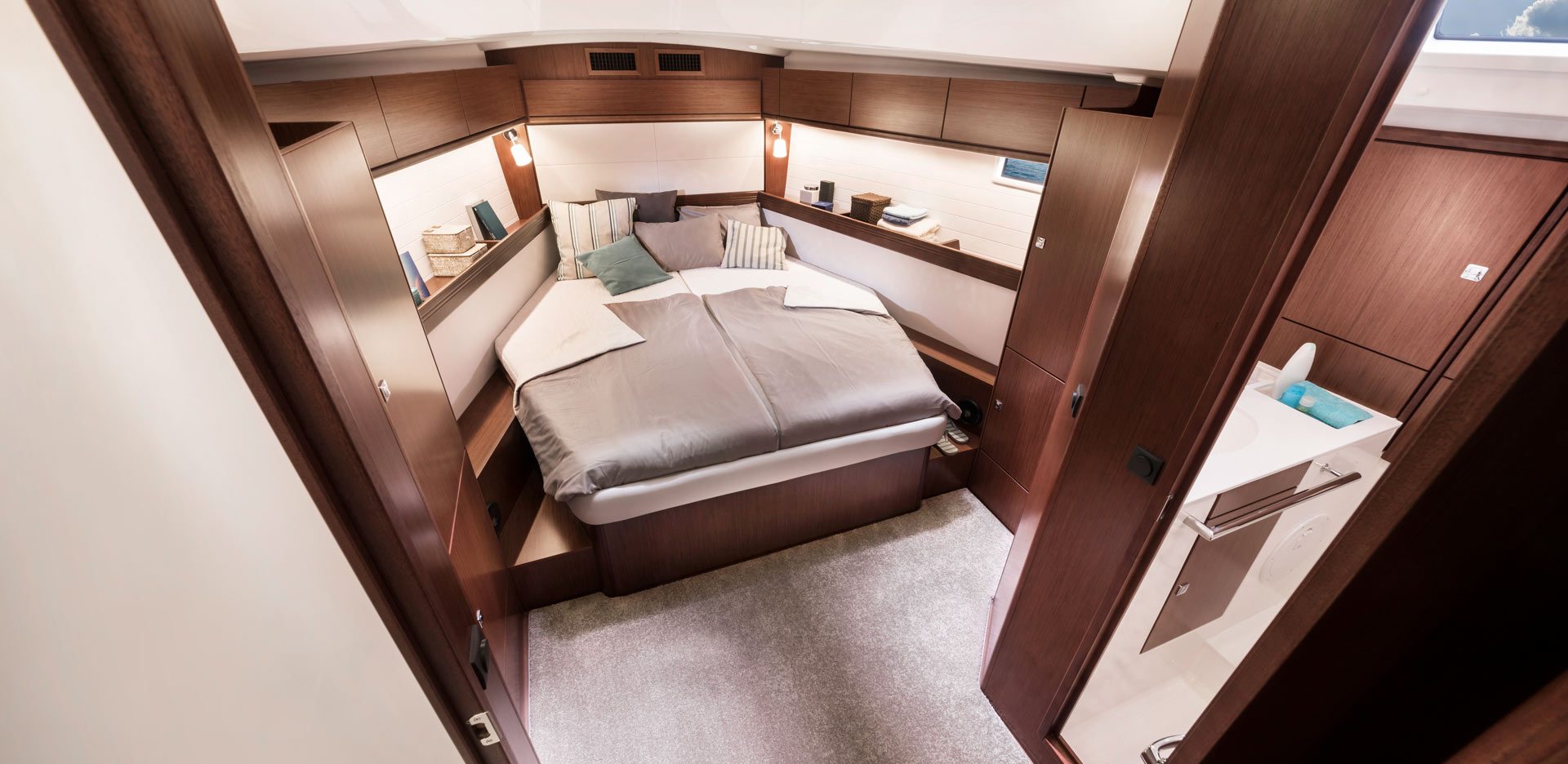 Bavaria Cruiser 46 Style owners cabin
