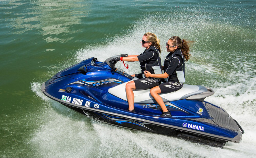 Drive a personal watercraft: smooth controls