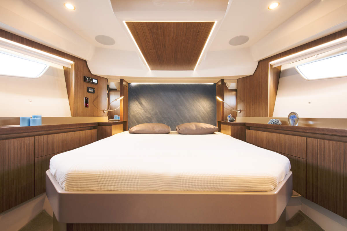 Sealine F530: forward cabin