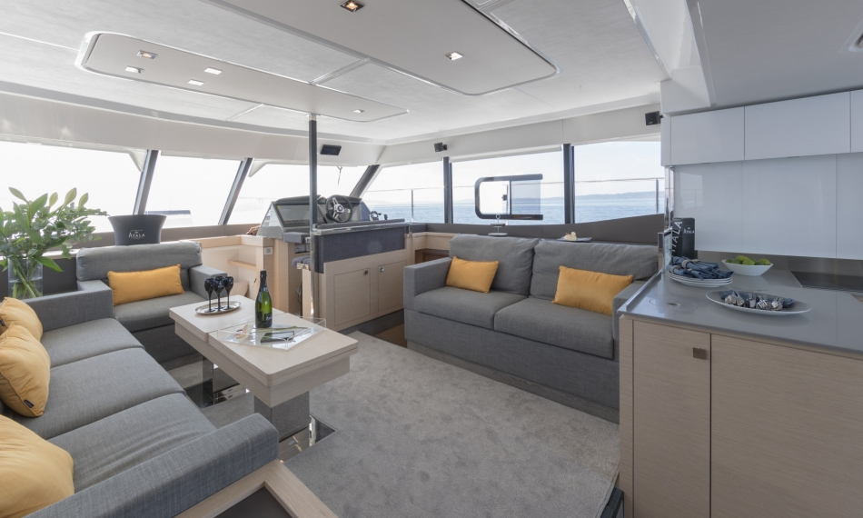 Foountaine Pajot 44 MY seating area