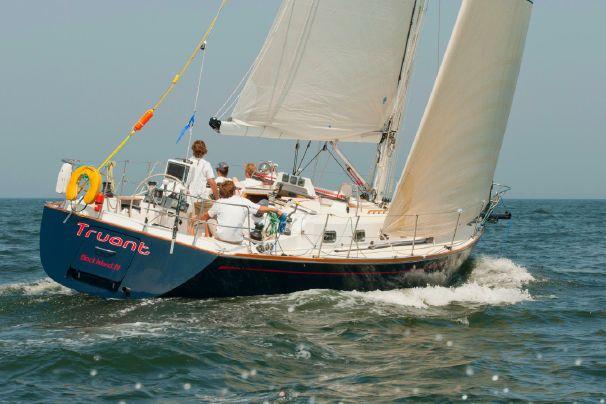 Tartan 4100: Bob Perry Design Review - boats com