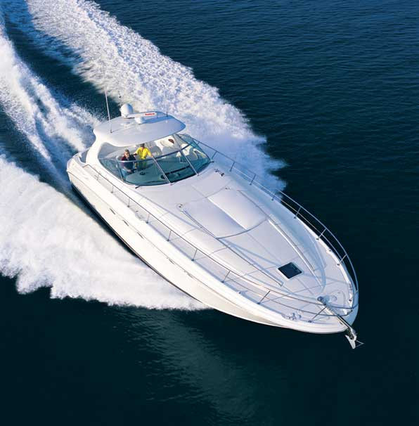 Beamy yet sleek, the Sea Ray 510 Sundancer runs efficiently in open water.