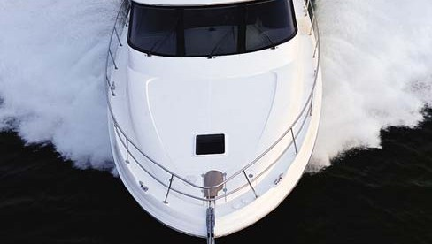 Sea Ray 540 Cockpit Motoryacht: Pushing Plush