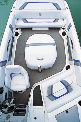 The Elite Bowrider features a classic tournament-boat-style cockpit layout.