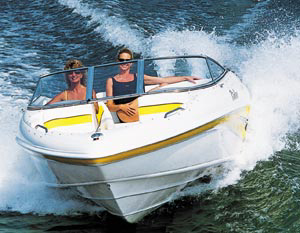 With a relatively sharp entry, Rinker's 192 Captiva slices through choppy water with ease.