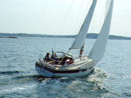 Hallberg-Rassy 31: Bob Perry Design Review