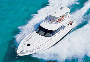 The large flybridge is well designed, with excellent visibility — plus, on this model the helm is positioned amidships, allowing the skipper to see the swim platform while backing down.