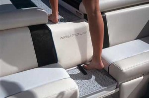 A walk-through section in the bench keeps people from having to step on upholstery as they head for the swim platform or reenter the cockpit.