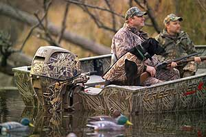 hey'll never see you coming. Camo finish of the new Mercury Flyway 25, designed for waterfowl hunters, is a first in the outboard industry.