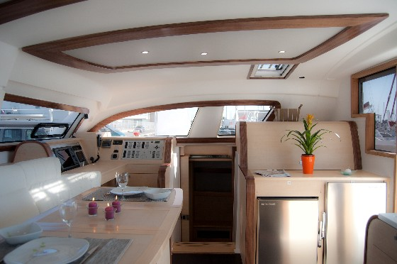 catana 47 interior salon