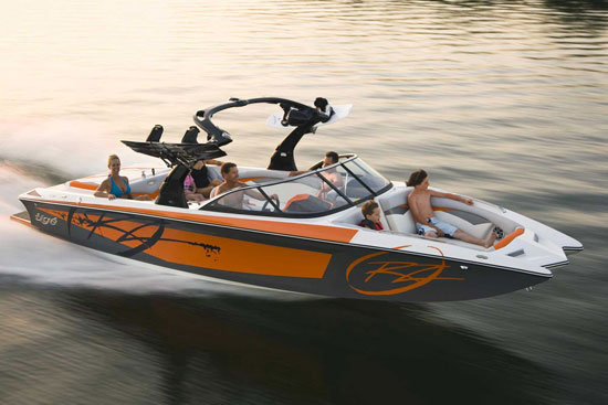 10 best tow boats for water skiing and wakeboarding for Best fish and ski boats 2017