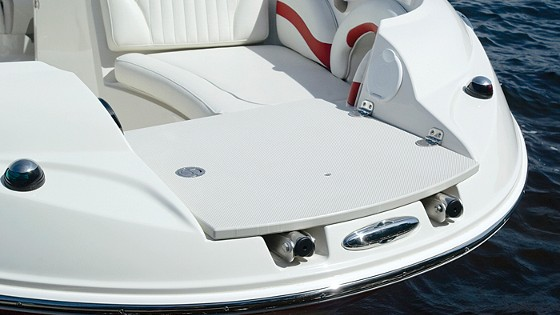 Stingray 215LR bow rider deck boat