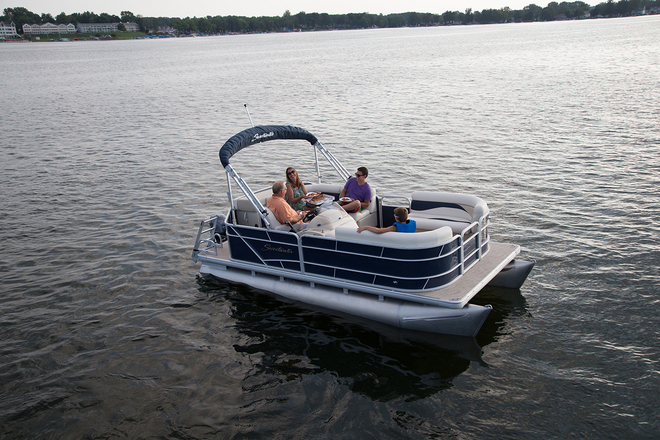 The small price tag on the Sweetwater SW 1880 can be deceiving; the boat is small and it isn't exactly high-performance, but it maintains a high level of quality.