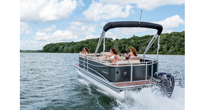 Mid-level pricing and upper-level amenities make the Cypress Cay Seabreeze a good choice for serious pontoon lovers who don't want to break the bank.