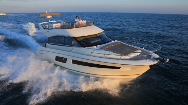 Prestige 450: Sport or Flybridge, Make Your Choice