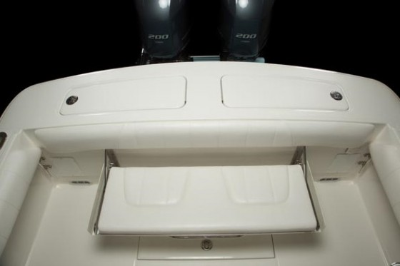Regulator 25 transom bench seat