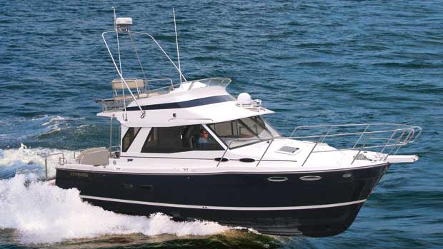 Cutwater 30: Do-Anything Cruiser