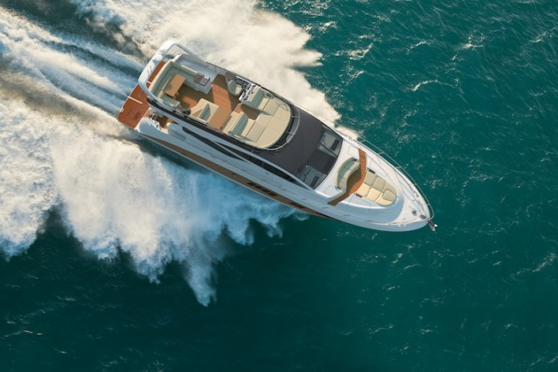 An overhead photo of the Sea Ray L650 Fly.