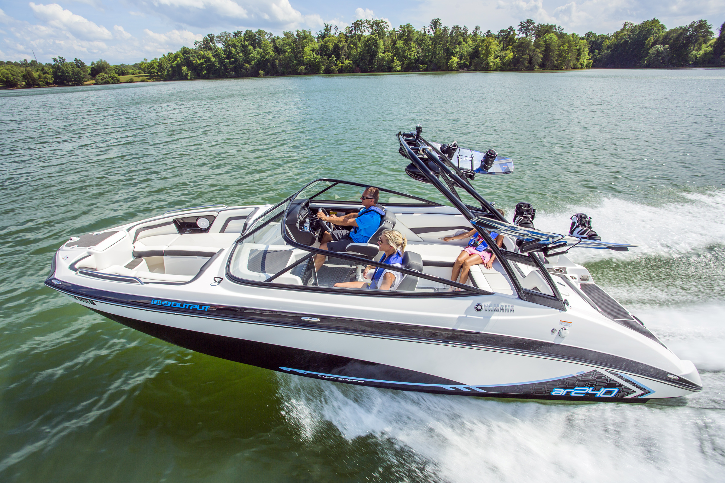 2015 Yamaha 240 Series Ultra Quiet With Sure Footed Tracking Wiring Harness Marine Engines Inboard Sterndrive Outboard The Ar240 Adds Bold Graphics And A Tow Sports Tower To Base Sx240