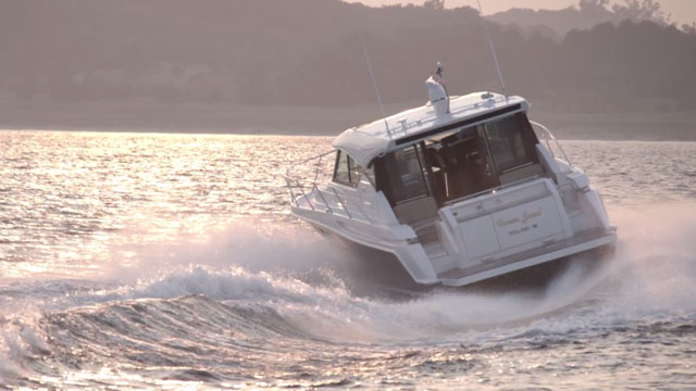 Tiara 44 Coupe: Slick Maneuvers