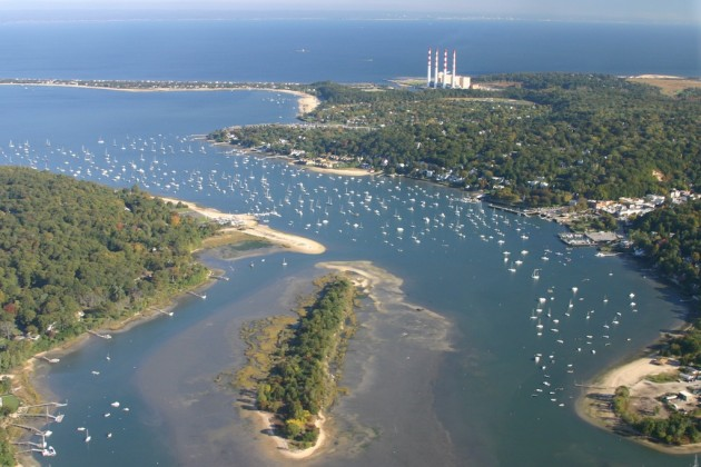 This huge anchorage on the north shore of Long Island is popular because of the good protection it offers.