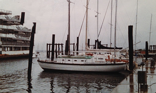 Liveaboards at Thwaites Marina on City Island in the early 1980s. On the left is the Keansburg, a mothballed excursion steamer.