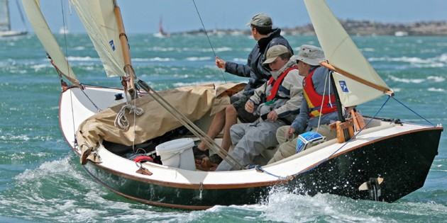 Bayraider 20 under sail