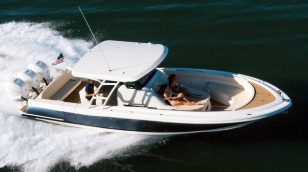 Chris-Craft Catalina 34 center console running