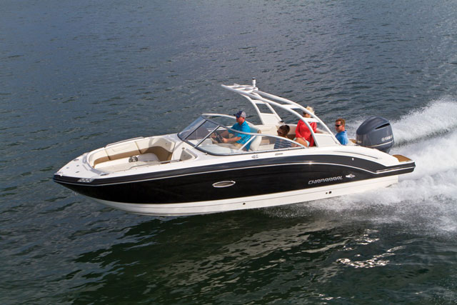 Chaparral SunCoast 250: Deckboat Delight