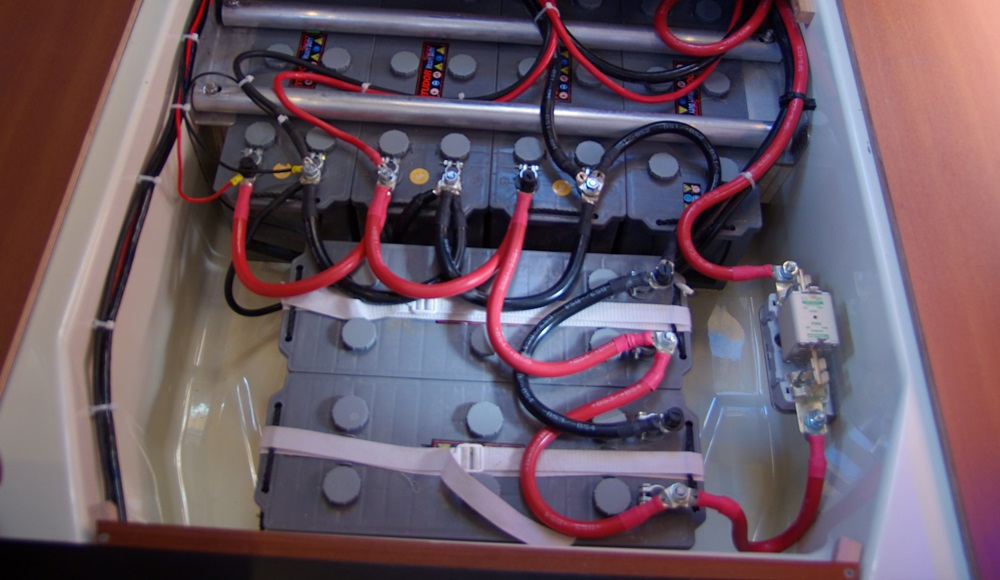 The battery fuse on the right side of the photo may look strange, but it complies with stringent CE, Lloyds of London, and Bureau Veritas standards.