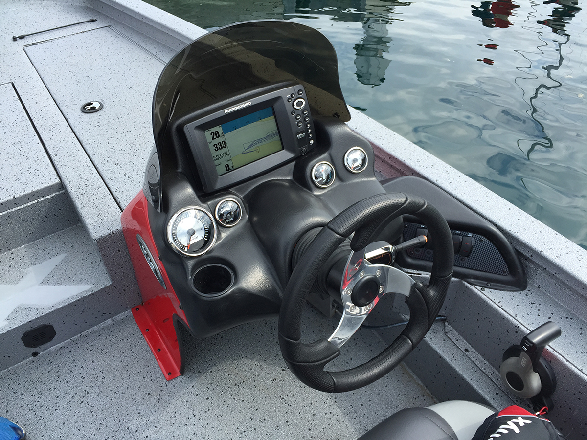 The Xpress X19's dash unit is nicely laid out and all the controls are easy to reach, but I found the unit to feel a bit insubstantial, compared to the rest of the boat.