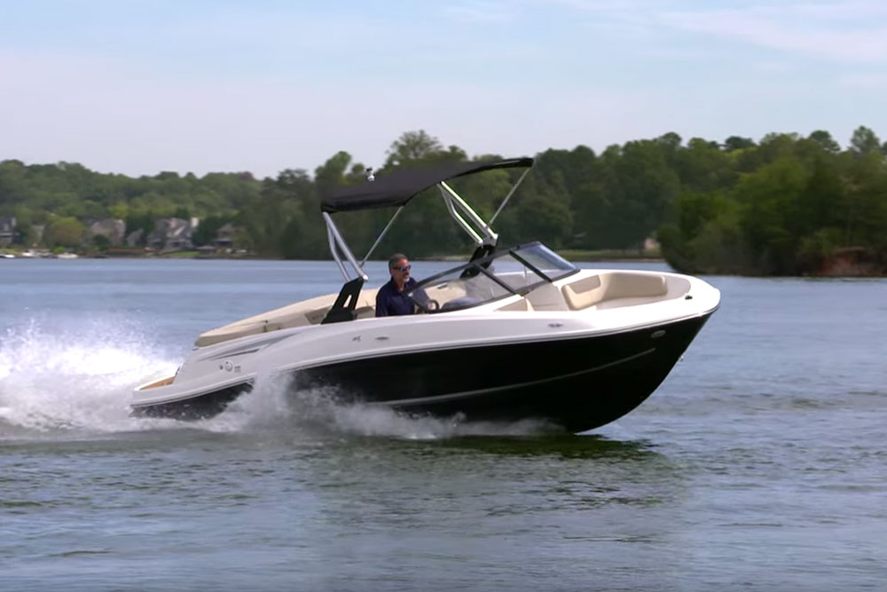 Bayliner VR5: Video Boat Review