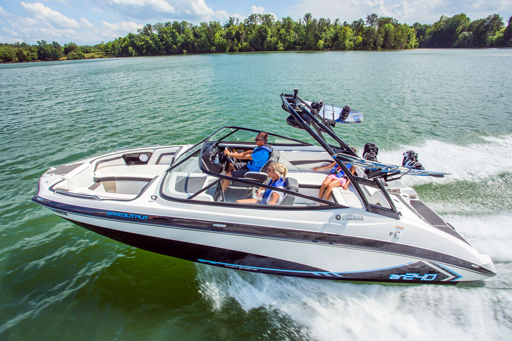 Top 10 Runabouts of 2016: Bowriders that Can't Be Beat