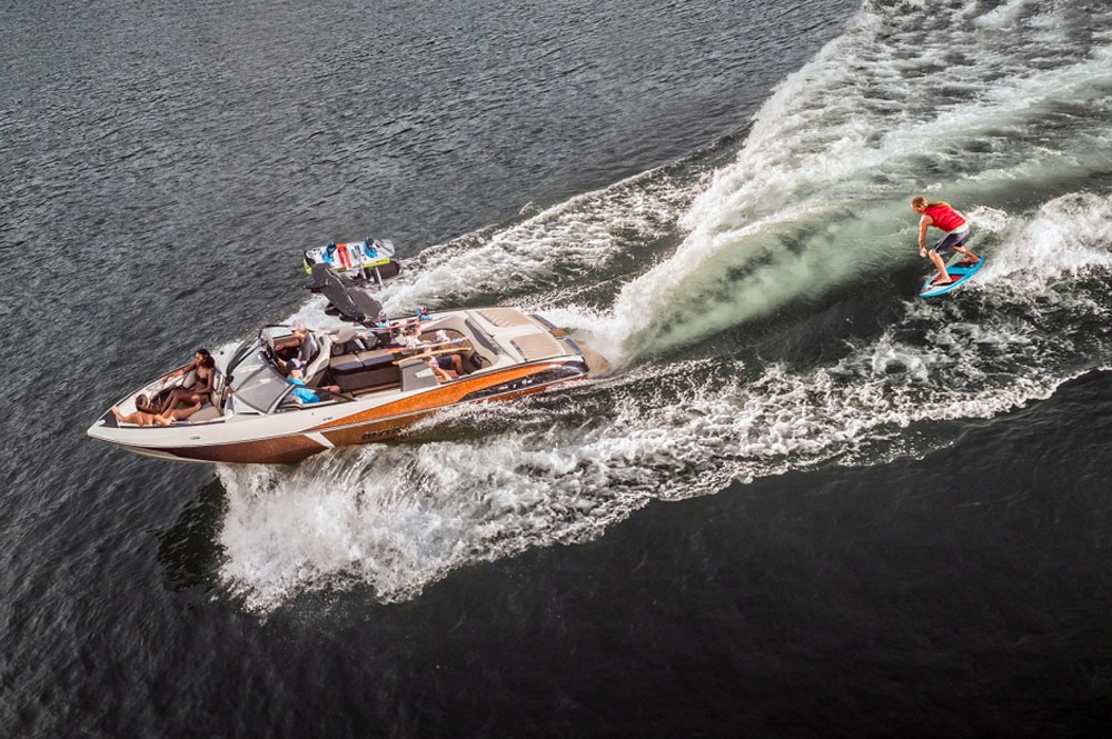 You want a wake surfing boat that has everything? Check out the Malibu Wakesetter 25 LSV.