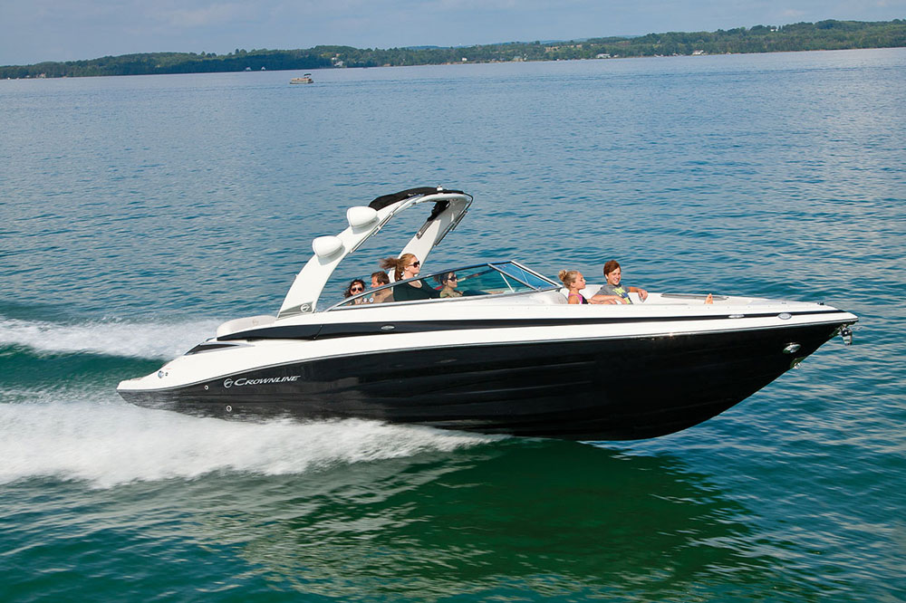 It's sleek and sporty, but sheer size means the Crownline 285 SS can hold a long list of features while still providing plenty of elbow room.