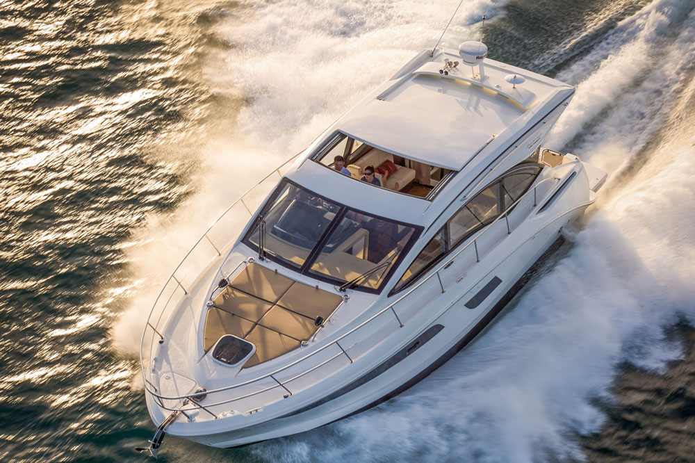 Sea Ray 400 Sundancer: First Look Video