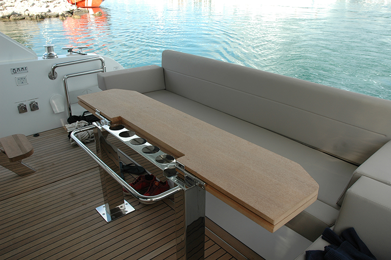 The aft cockpit is an ideal place to enjoy a great meal, since it's located near the galley and protected by the flybridge. Two settees and a versatile table will allow for plenty of space for your guests. Photo by José Luís de la Viña.
