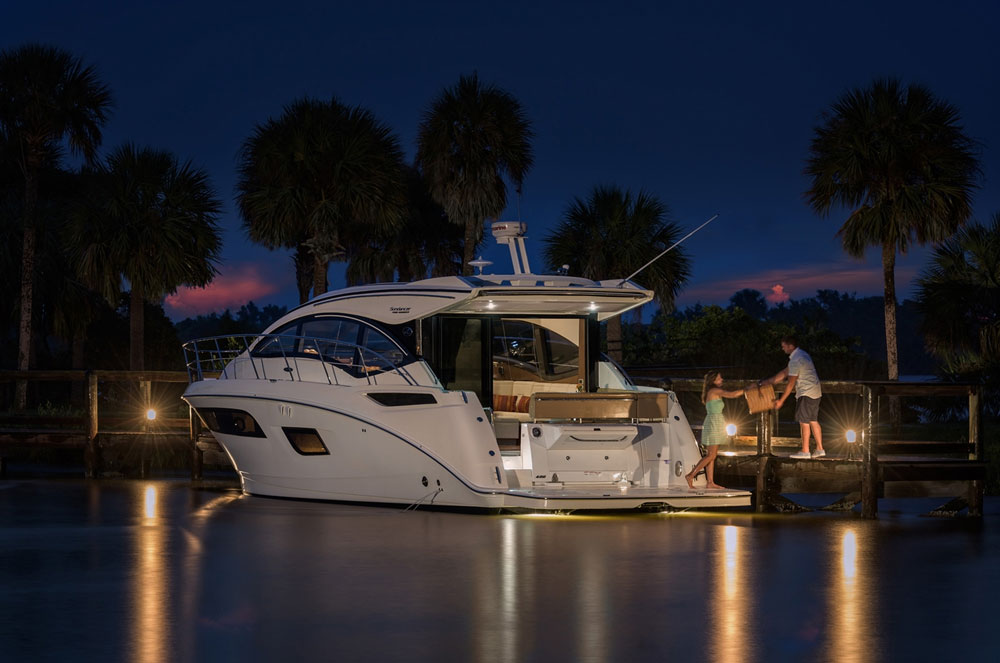 With the 400 Sundancer you get that familiar sleek Sundancer profile. Or… Sea-ray-400-flybridge caption: Add on a flying bridge and enjoy the views from up top.