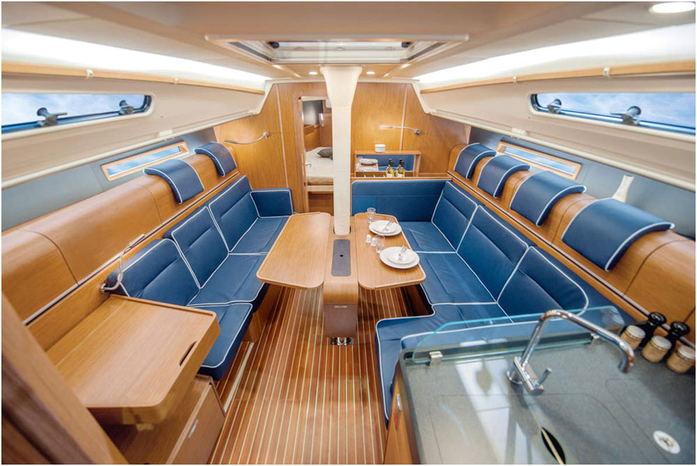 The comfortable saloon is lined with roll-top lockers, for an innovative use of space.