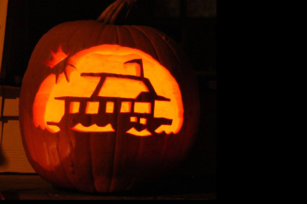 Halloween Decorations For Your Boat Dockside Trick Or Treating - Use-pumpkins-to-decorate-your-house-for-halloween