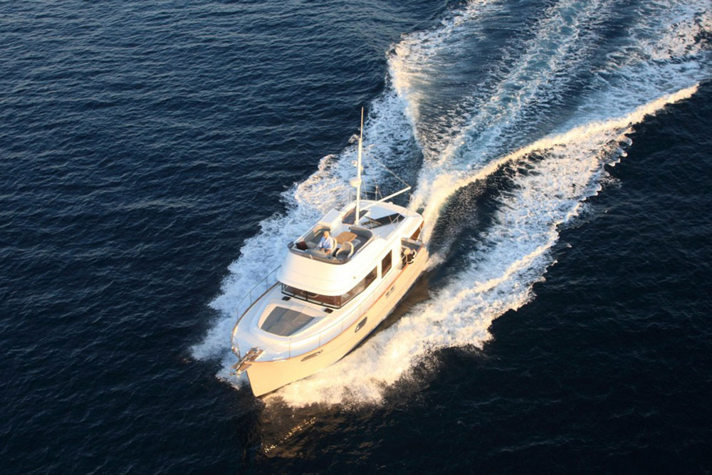 Yes, it's a trawler. And yes, the Swift 44 can break 20 knots.