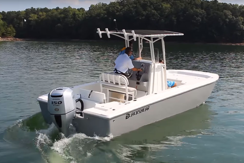 Designed specifically to run with Honda four-stroke power on the transom, the 220 VSK offers surprising performance for a skiff.