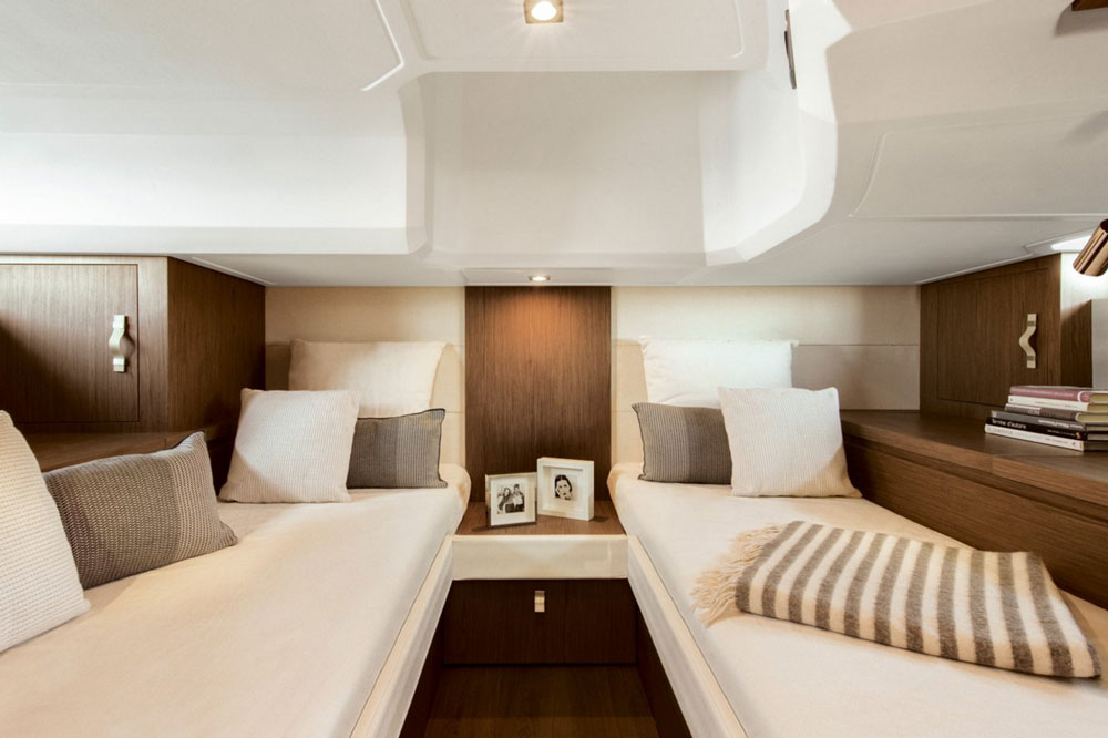 The guest stateroom in the Gran Turismo 40 has two single berths, but they can convert into a double berth.