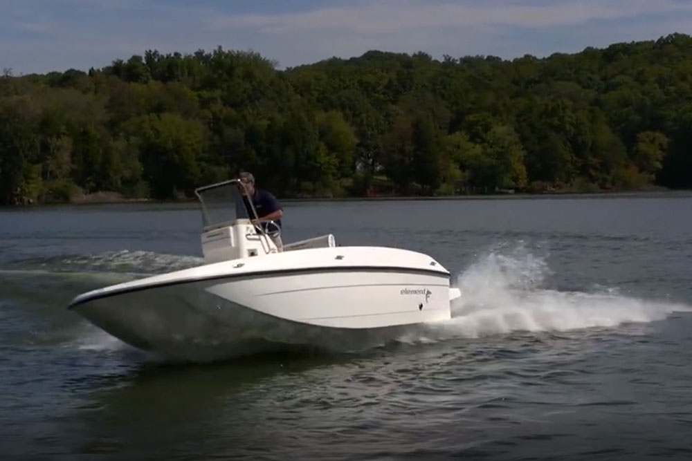Boating Tips: Three Tips for Steering a New Boat